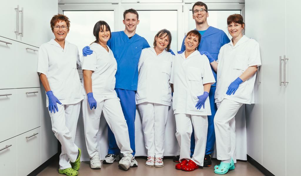 Ein Teamfoto von Mitarbeitern aus der Pflege, Kreiskliniken Darmstadt-Dieburg