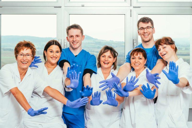 Mitarbeiter Kreiskliniken Darmstadt Dieburg helfende Hände